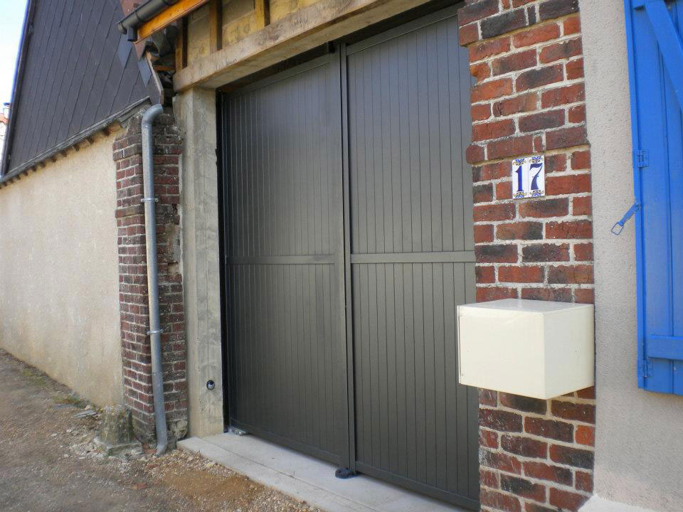Porte de garage sectionnelle ch teau renault battante rim for Garage ad chateau renault